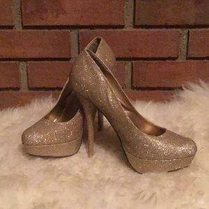 Gold Glitter High Heeled Shoe